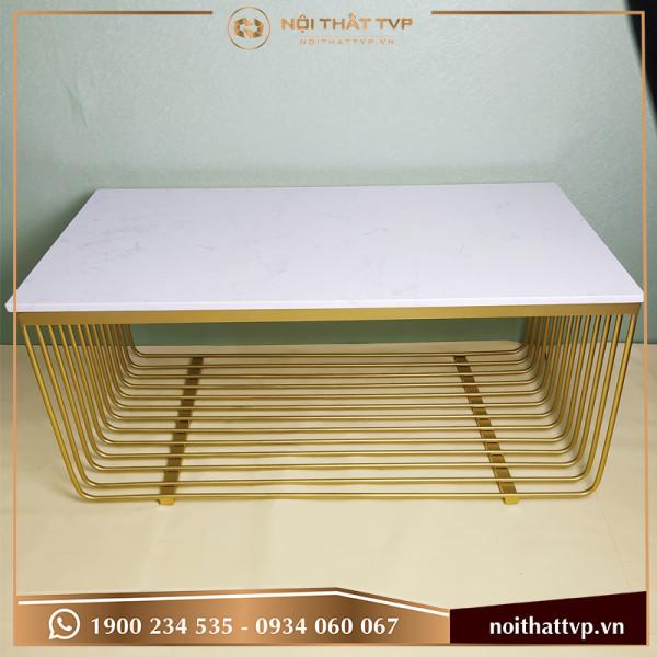 Bàn sofa chữ nhật mặt đá trắng vân mây, khung chân lưới sơn tĩnh điện vàng TVP KL-07