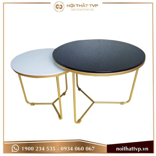 Bàn sofa tam giác lồng đôi 2 mặt kính cường lực trắng và đen, chân sơn tĩnh điện vàng TVP-BT03