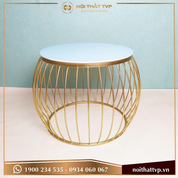 Bàn sofa lồng đèn mặt kính trắng, chân sơn tĩnh điện vàng TVB-LĐ02