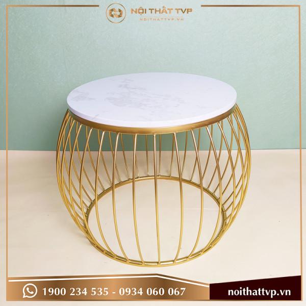 Bàn sofa lồng đèn mặt đá trắng vân mây, chân sơn tĩnh điện vàng TVB-LĐ03