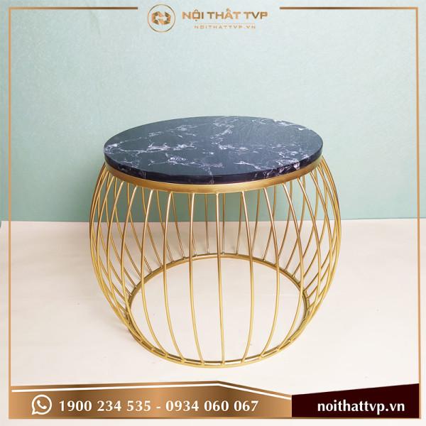 Bàn sofa lồng đèn mặt đá đen vân mây, chân sơn tĩnh điện vàng TVB-LĐ04