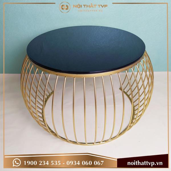 Bàn sofa quả táo cắn nửa mặt kính đen, chân sơn tĩnh điện vàng TVP-BT05